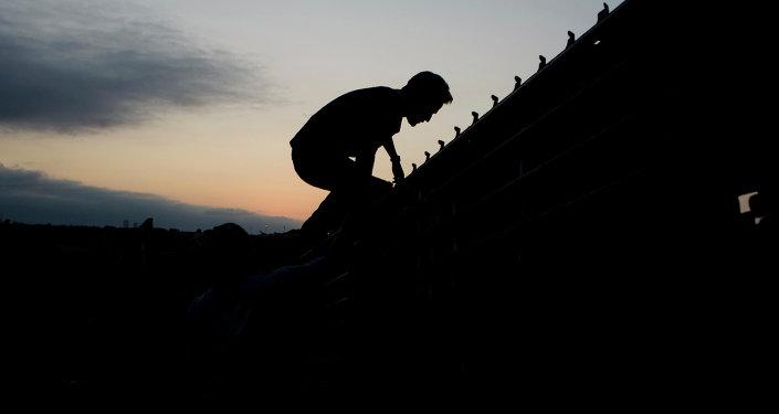 Migrante mexicano en la frontera entre México y EEUU