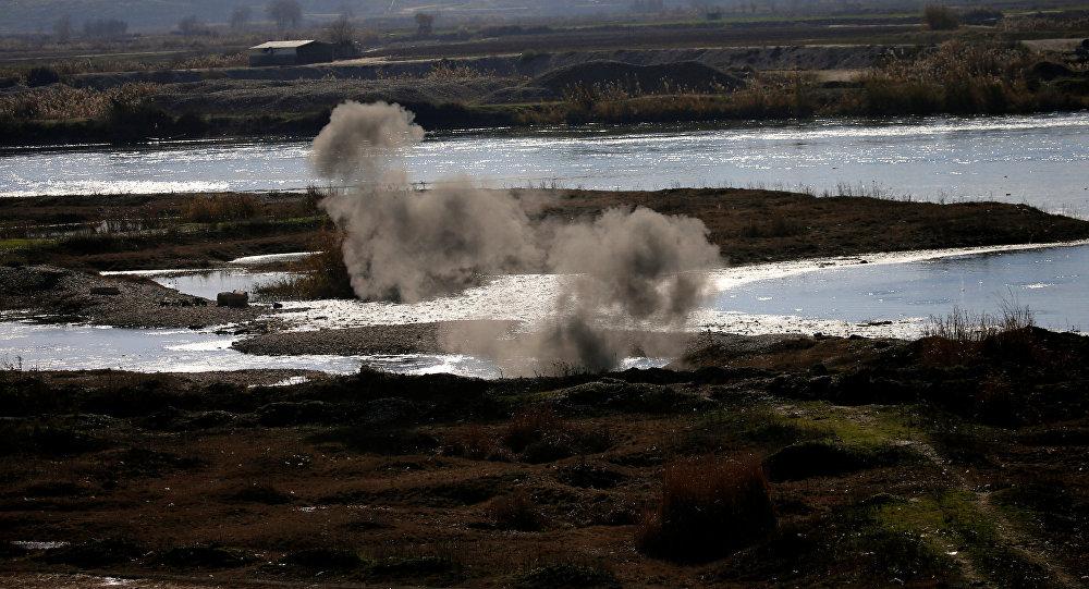 Combates con terroristas de Daesh en las afueras de Mosul