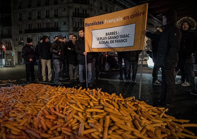 Vendedores de tabaco protestan en París contra mercado negro