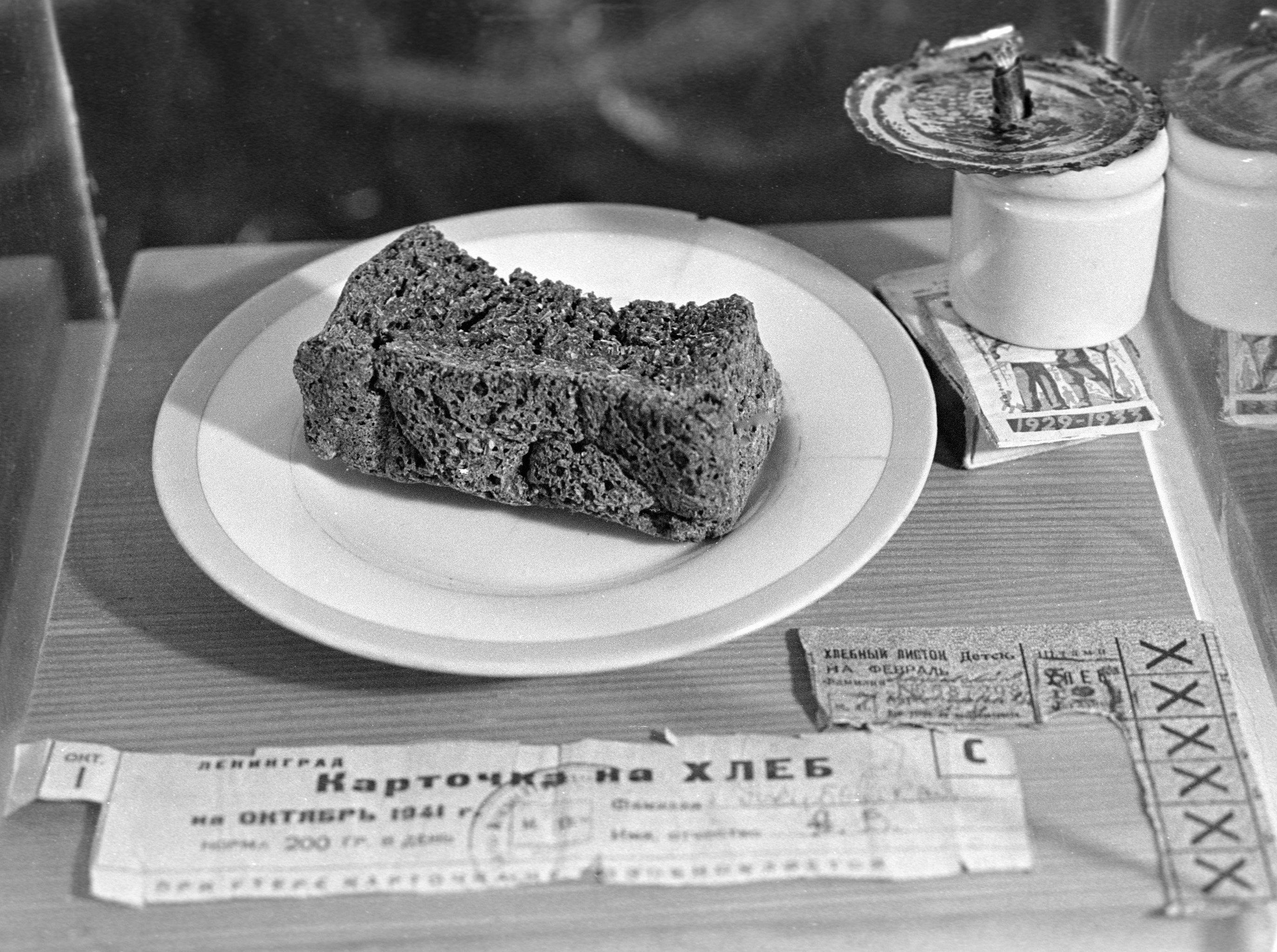 Durante el invierno, los habitantes de la ciudad sitiada recibían 125 gramos de pan al día