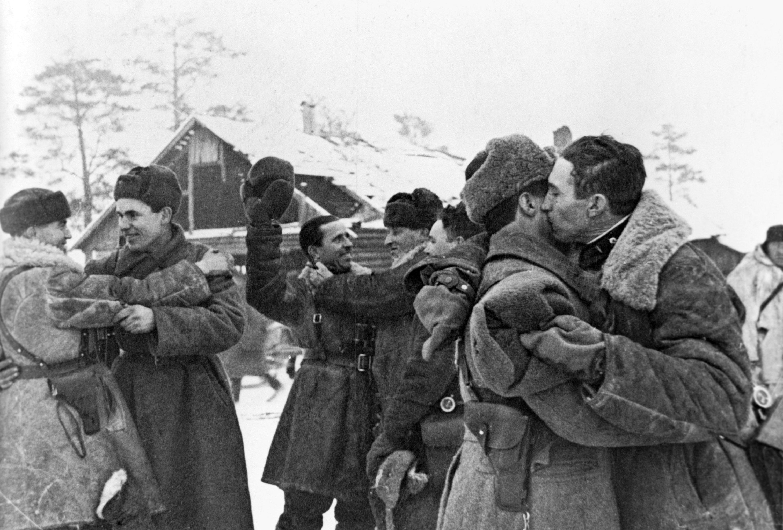 Tras el levantamiento del bloqueo, el asedio de la ciudad duró seis meses, hasta que las tropas soviéticas hicieron al enemigo retirarse por completo