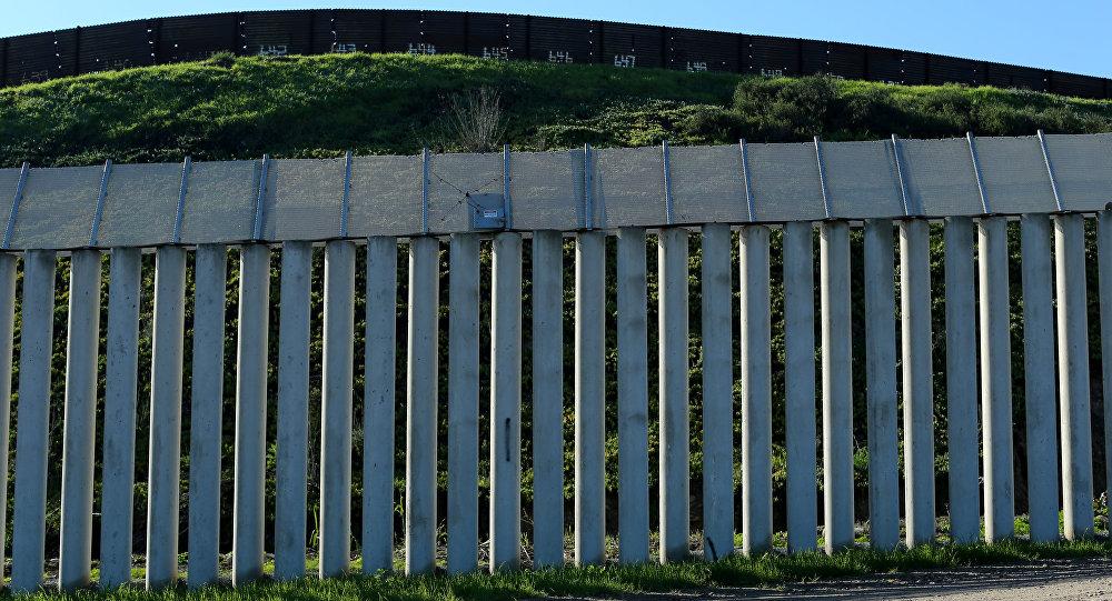 Muro entre EEUU y México (archivo)