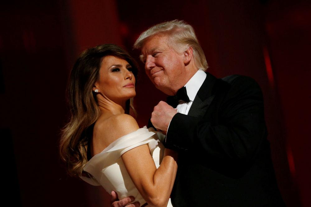 El presidente de EEUU, Donald Trump, y la primera dama, Melania Trump, durante el baile 'Liberty' dedicado a su investidura en Washington