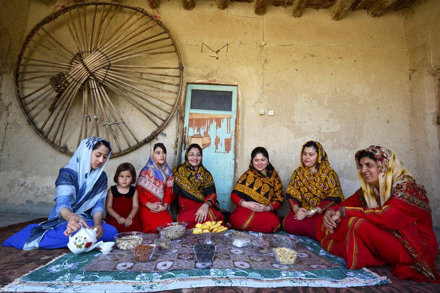Turkmenos iraníes dedican su vida a tejer increíbles alfombras