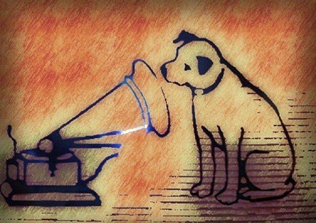 Un perro y un gramófono