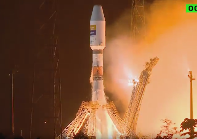Cohete portador ruso Soyuz parte con satélite español desde cosmódromo de Kourou