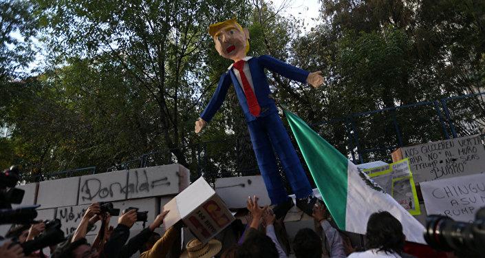 Protesta contra la investidura de Trump en México