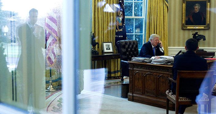 Donald Trump, presidente de EEUU, durante una conversación con el presidente de Rusia
