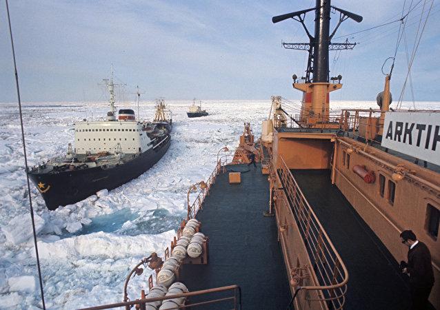 Rompehielos en el Ártico (Archivo)