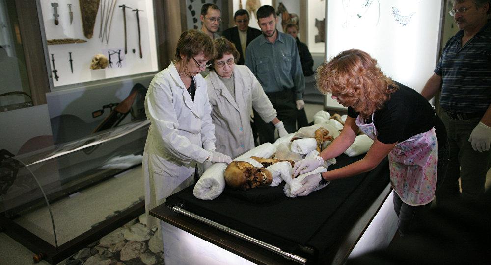 Traslado de la momia de la Princesa de Altái (archivo)
