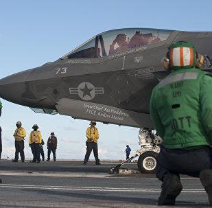 Preparación para el despegue de un F-35C desde USS Dwight D. Eisenhower