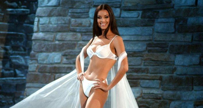 Победительница конкурса Мисс Вселенная-2002 Оксана Федорова из России