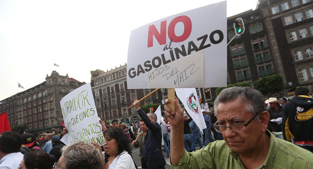 Protesta contra aumento de precios de gasolina, México