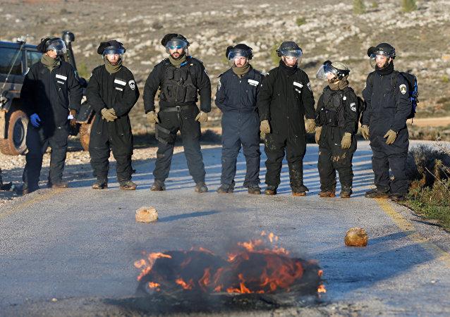 Las fuerzas de seguridad de Israel en el asentamiento de Amona