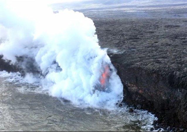 Volcán hawaiano 'invade' el Pacífico