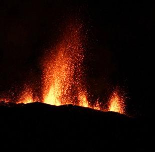 El volcán Piton de la Fournaise entra en erupción