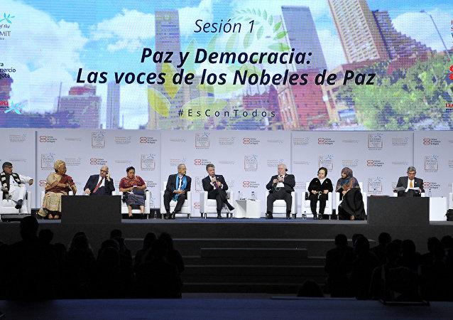 Varios laureados en la XVI Cumbre Mundial de Premios Nobel de Paz en Bogotá
