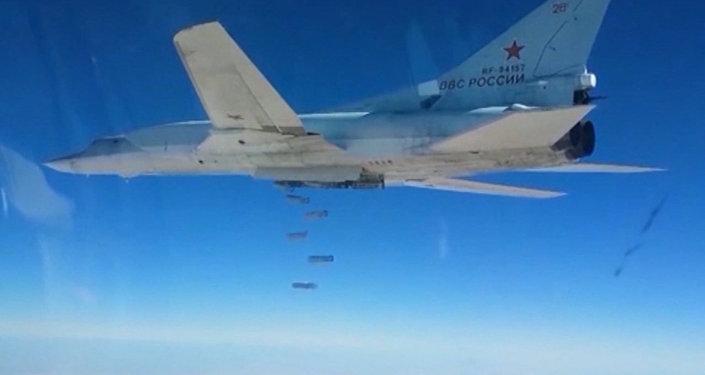 Los Tu-22M3 rusos bombardean los depósitos de armas en Deir Ezzor
