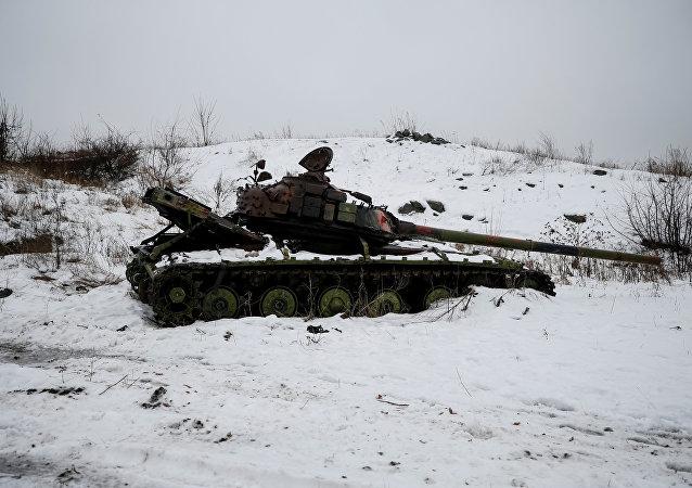 Tanque ucraniano en Donbás (archivo)