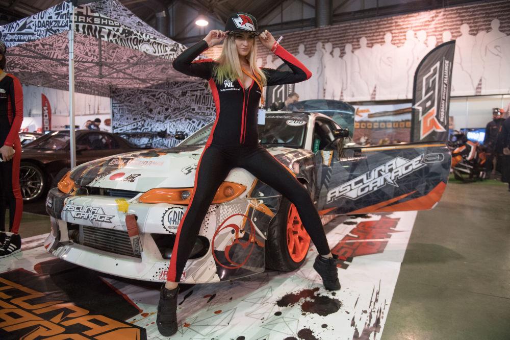 Reinas de la parrilla de salida: la exhibición MotorSport Expo en Moscú