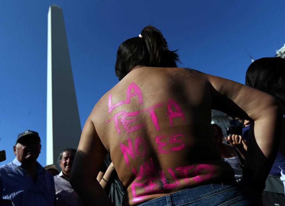 El 'tetazo' en Argentina, firme contra la ley