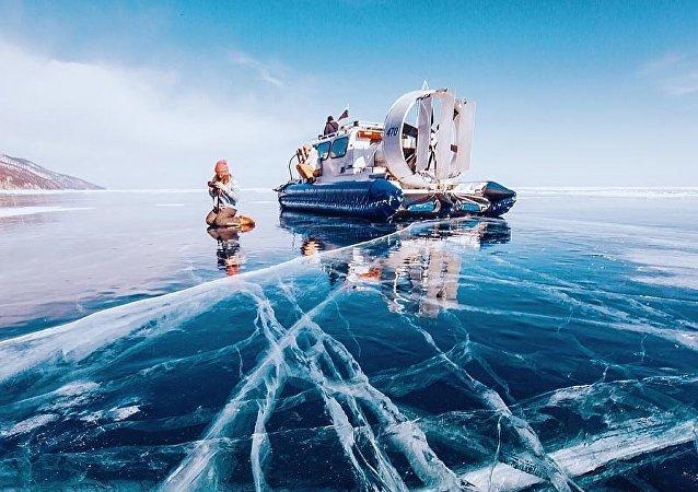 El hielo se apodera del lago Baikal