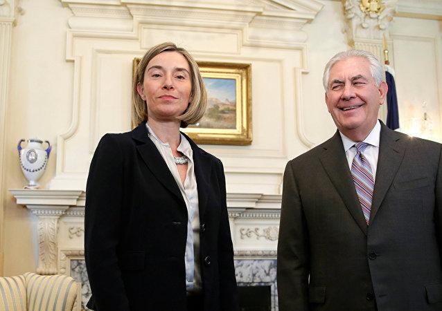 Federica Mogherini, alta representante de la UE para Asuntos Exteriores, y Rex Tillerson, secretario de Estado de EEUU