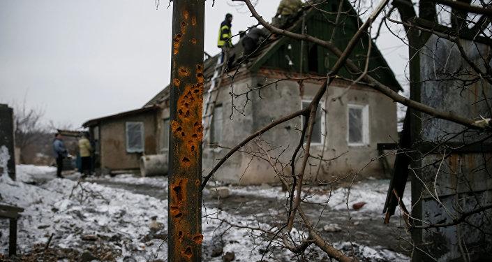 Edificio destruido por bombardeos en Donbás (archivo)