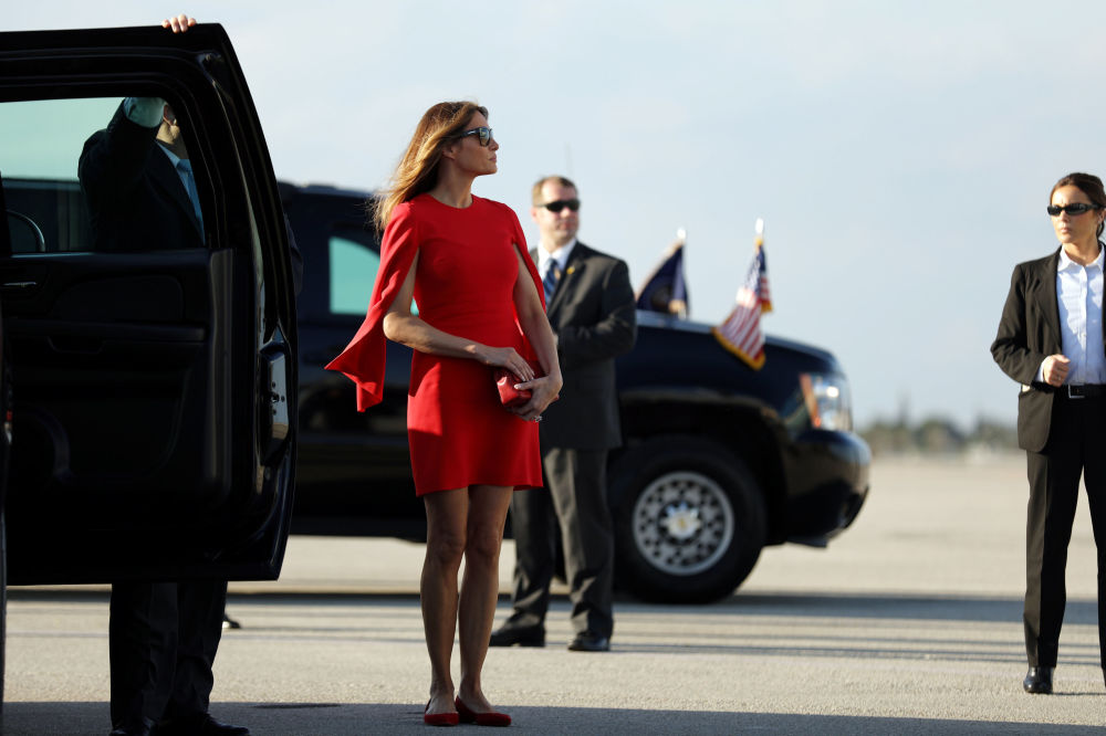 La primera dama de EEUU, Melania Trump, en el aeropuerto internacional en West Palm Beach, en Florida