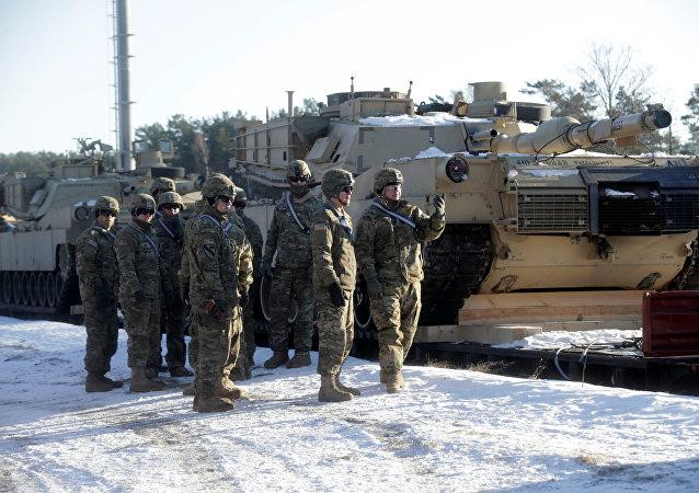 Tanques estadounidenses M1 Abrams llegan a Letonia (archivo)