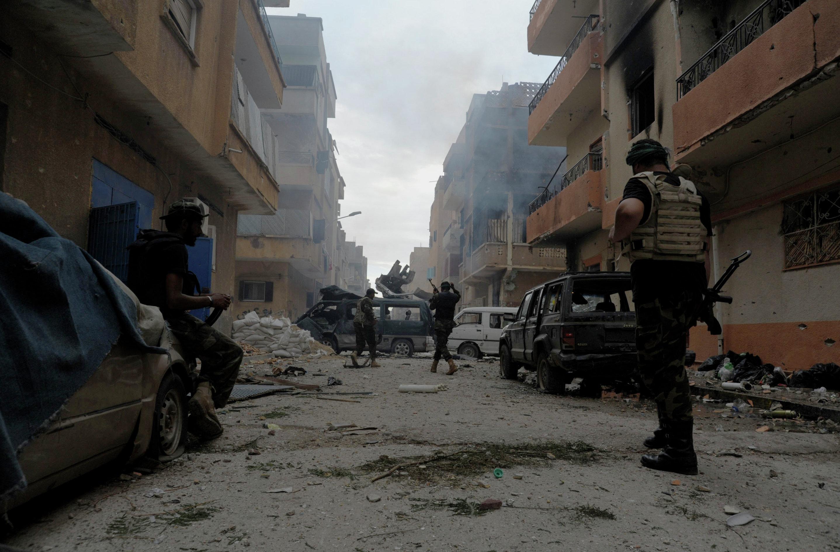 Libia hoy día ha dejado de existir como un país íntegro como resultado de la intervención de la OTAN en el conflicto interno de 2011. Actualmente su territorio se encuentra dividido entre autoridades impuestas desde el exterior, gobiernos autoproclamados y una serie de grupos extremistas.