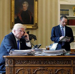 Donald Trump, presidente de EEUU, durante una converasación telefónica con Vladímir Putin