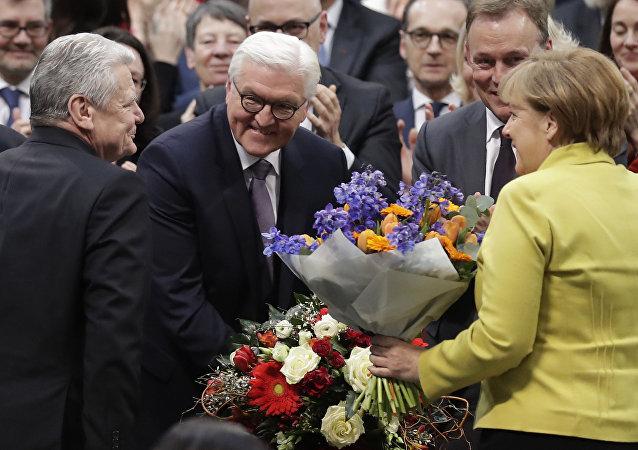 Frank-Walter Steinmeier recibe las felicitaciones de Joachim Gauck y Angela Merkel