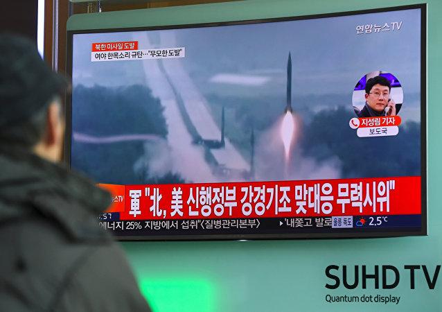 Lanzamiento de misil balístico por Corea del Norte (archivo)