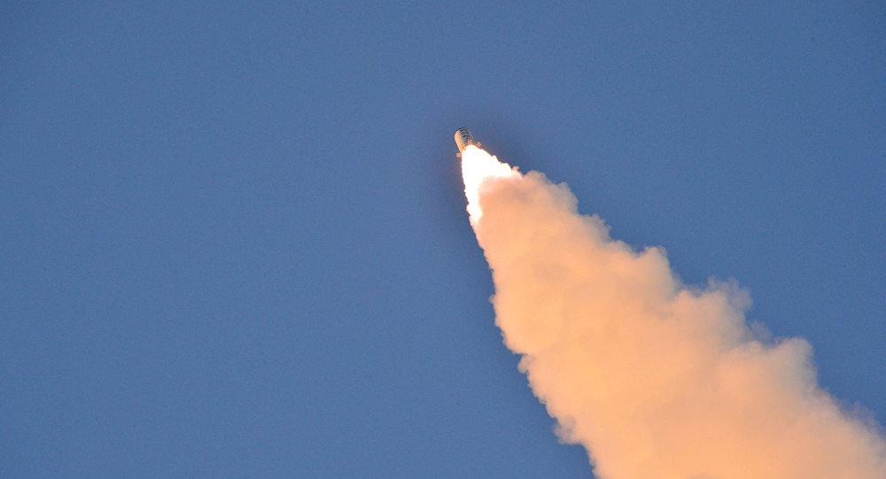 El lanzamiento de un misil balístico (imagen referencial)