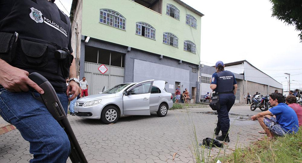 Policías brasileños en el lugar de un tiroteo en Espírito Santo