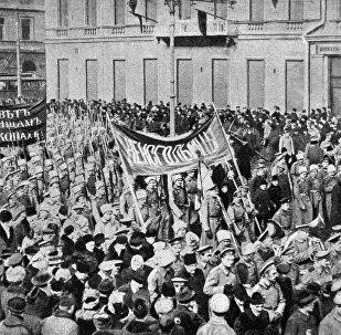 Manifestación de soldados durante la revolución de febrero de 1917