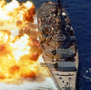 USS Iowa disparando su artillería de 406 mm