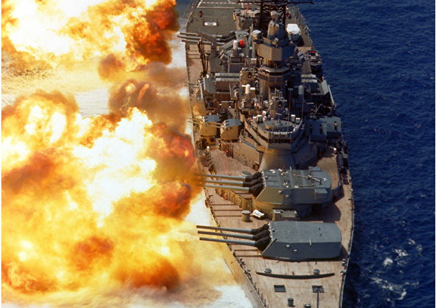 USS Iowa disparando su artillería de 406 mm