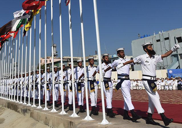 Marineros paquistaníes durante las maniobras navales (archivo)