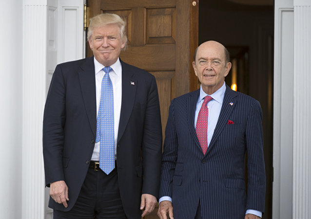 Donald Trump, presidente de EEUU, junto a Wilbur Ross
