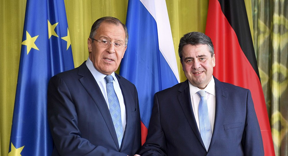Ministro de Asuntos Exteriores de Rusia, Serguéi Lavrov con ministro de asuntos Exteriores de Alemania, Sigmar Gabriel