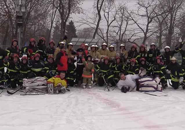 Flashmob de bomberos y rescatistas en Moscú