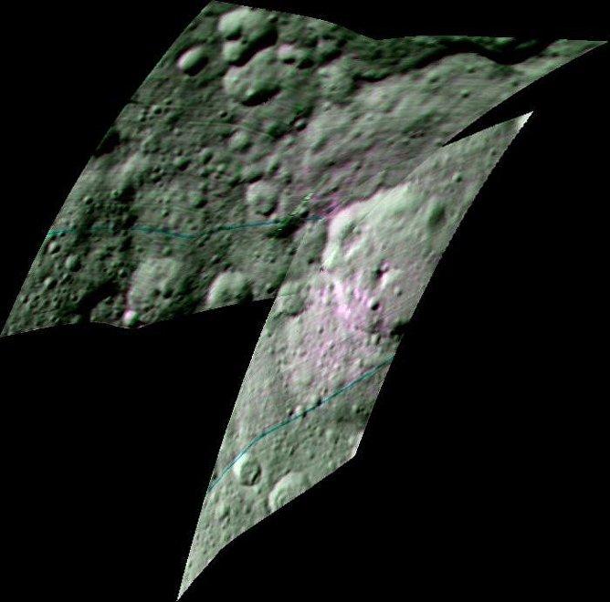 En la imagen registrada por una de las cámaras de la sonda espacial, el color más rojizo hace posible identificar las áreas donde el material orgánico ha sido encontrado