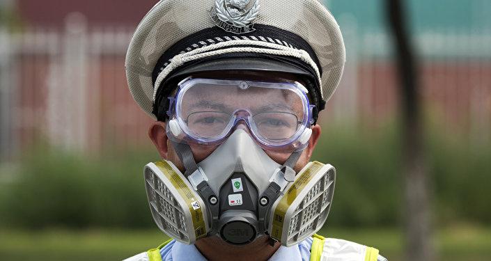 Policía chino en el municipio Tianjin, China, 15 de agosto de 2015.