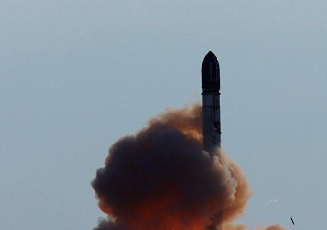 Lanzamiento de misil RS-20 Voevoda