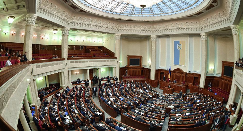 El Parlamento ucraniano torpedea el diálogo de Kiev con Moscú