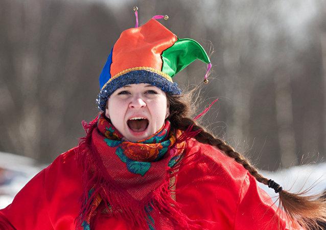 Mujer rusa celebra la Máslenitsa
