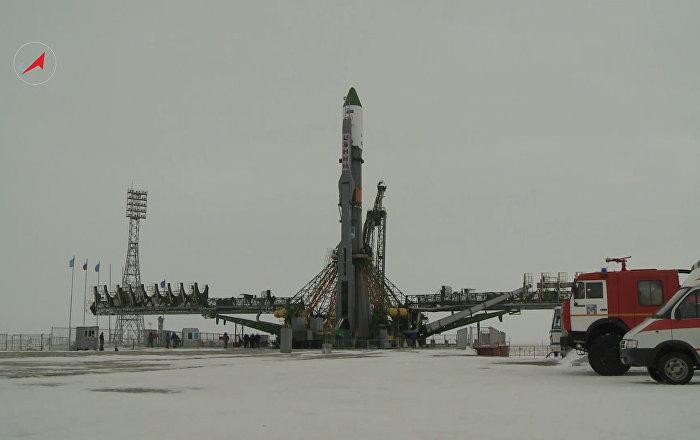 El cohete Soyuz-U se prepara para conquistar el espacio