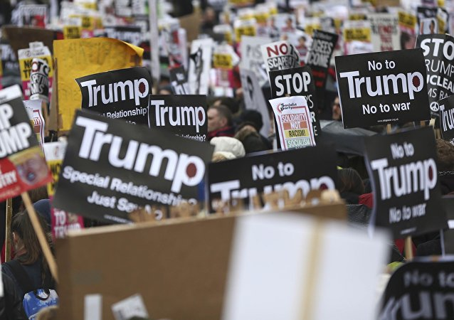 Protestas en Londres, la capital del Reino Unido, contra Donald Trump, presidente de EEUU (archivo)march against U.S. President Donald Trump and his temporary ban on refugees and nationals from seven Muslim-majority countries from entering the United States, during a protest in London, Britain, February 4, 2017